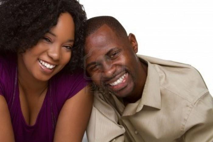 6501352-sourire-couple-noir